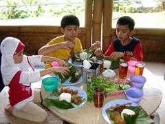 Makan di RM Nangka Cijambe